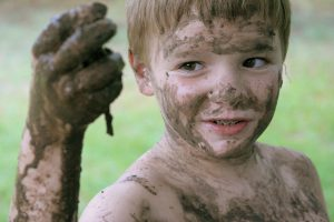 How to detox your body naturally - child and clay