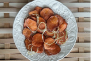 Dehydrated sweet potato chips for junk food nostalgia (with onion) - ready dish