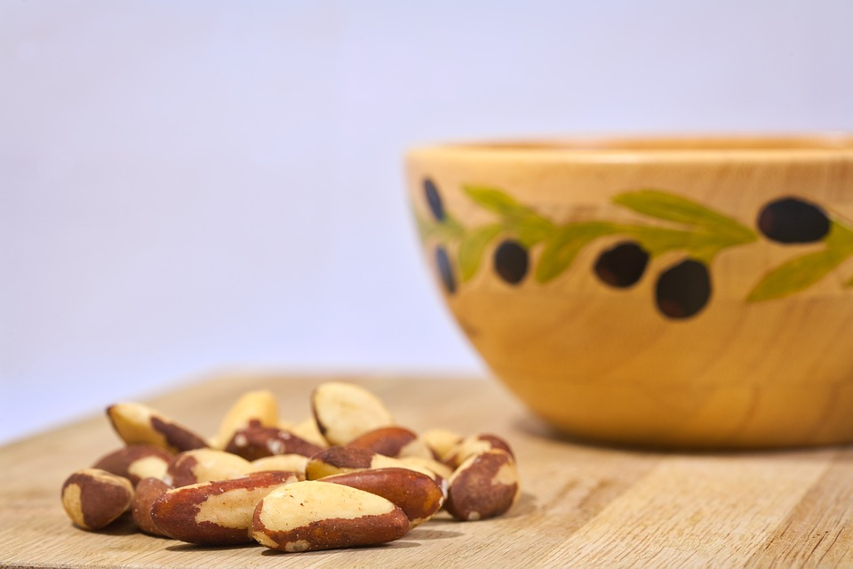 3 nutrients and corresponding raw vegan foods for brain health (to make you smarter) - Brazil nut
