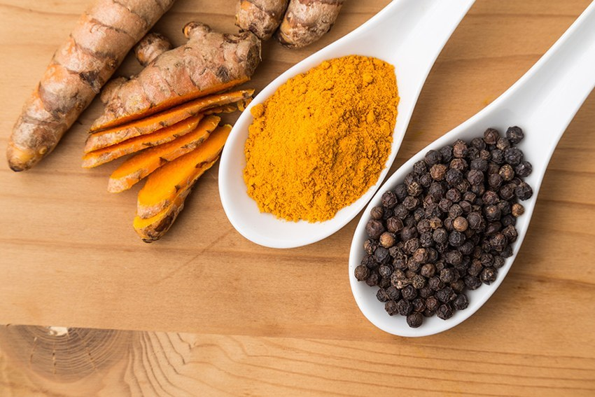 3 nutrients and corresponding raw vegan foods for brain health (to make you smarter) - turmeric and black pepper