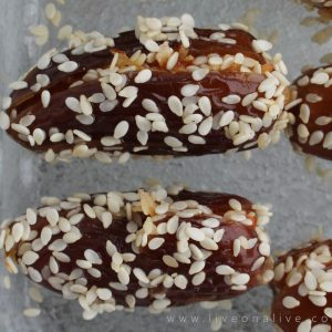 Easy (vegan) stuffed dates
