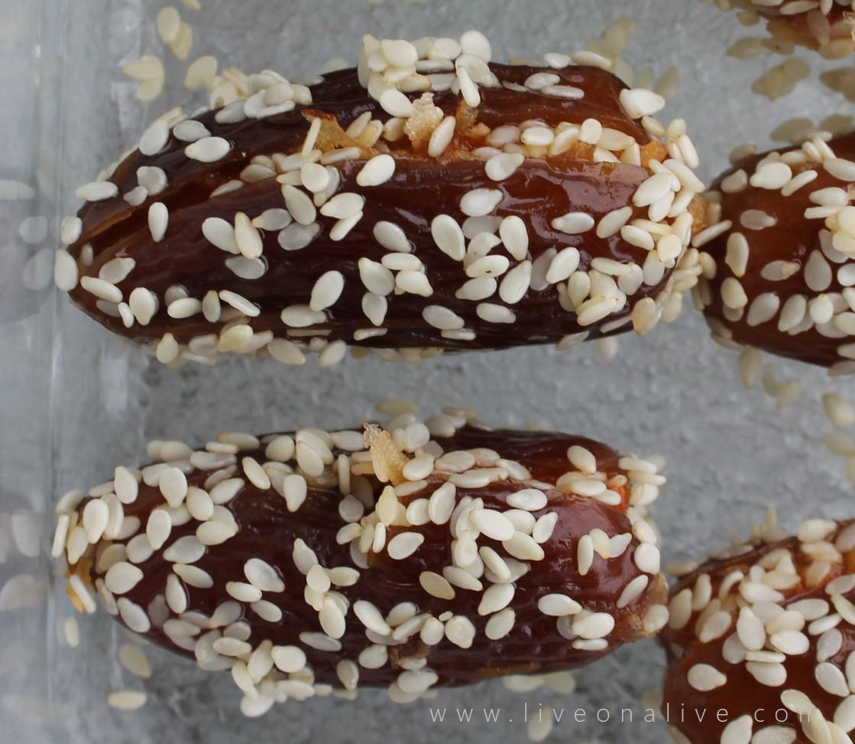 Easy (vegan) stuffed dates - individual